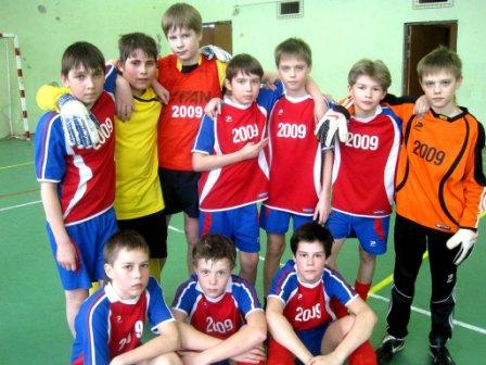 В рамках группового этапа первенства южного бутово по футболу среди общеобразовательных учреждений сборная нашей